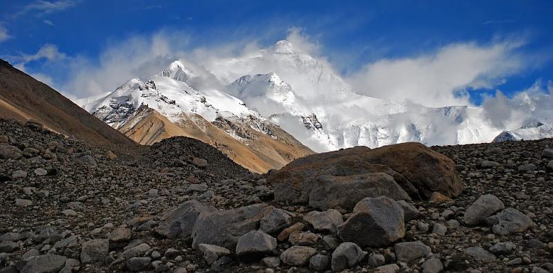 Еверест (Джомолунгма) - величественный и непреступный