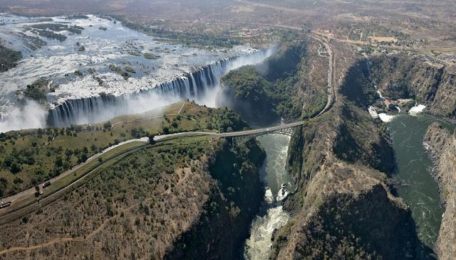 Водопад Виктория. Мост через реку Замбези