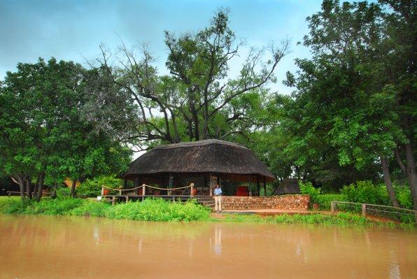 Домики для туристов в Южной Луангве