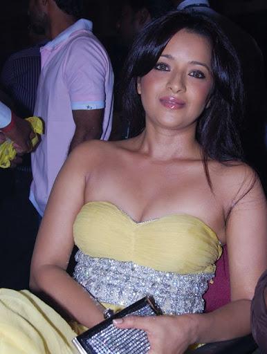 Sexy actress masturbates