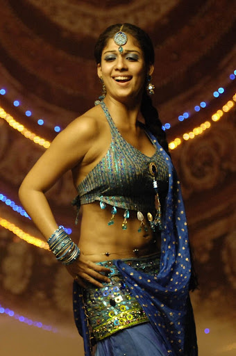 Nayantara In Saree Stills very hot neval