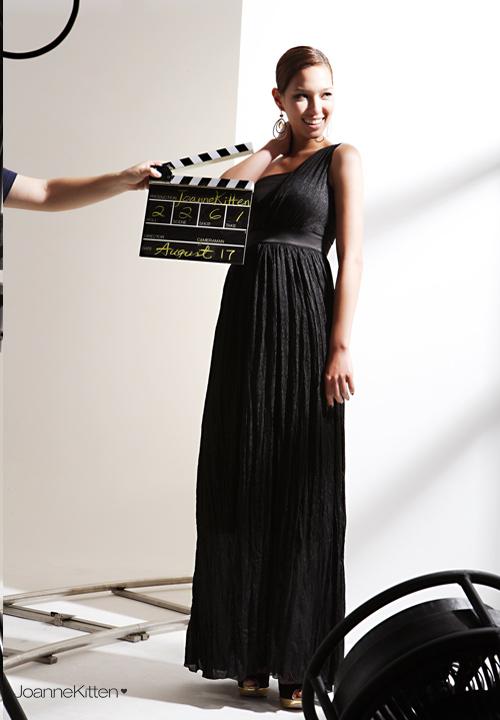 Длинное черное платье на одно плечо 312365.