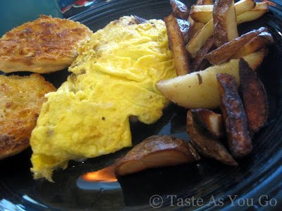 New England Omelette at Jumbars in Bethlehem, PA - Photo by Taste As You Go