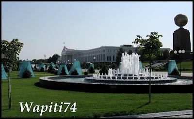 Grand jeu interminable des photos ! 22-Tachkent-PlaceInd%C3%A9pendance
