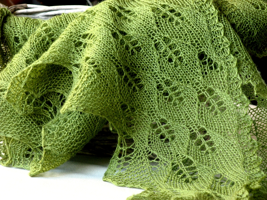 Knits and Crafts: Spring leaves