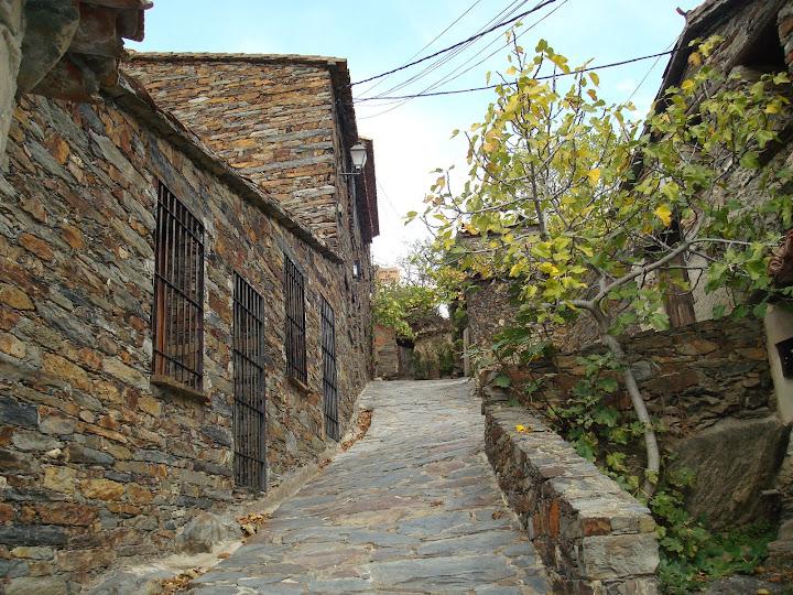 Calle solitaria de Patones