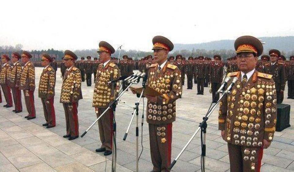 http://ipmsnymburk.com/forum/pictforclanek/severokorejski-generali.jpg