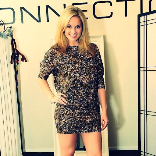 blondiee Tiffany Thornton show her sexy legs