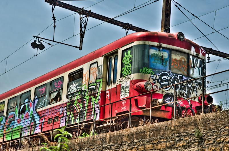 vieux train abandonné... mais coloré !... [EDIT] 20110511_vieux_train_DSC4726_7_8