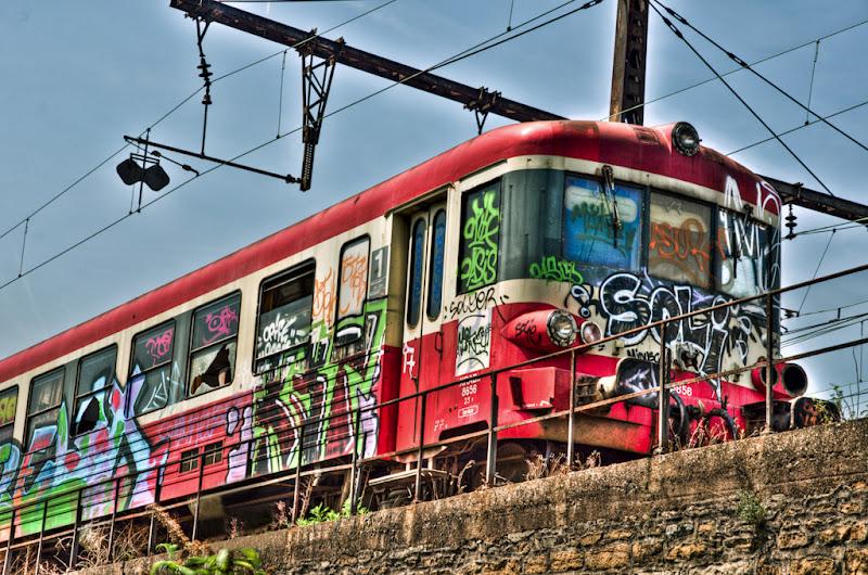 vieux train abandonné... mais coloré !... [EDIT] 20110511_vieux_train_DSC4726_7_8-Modifier