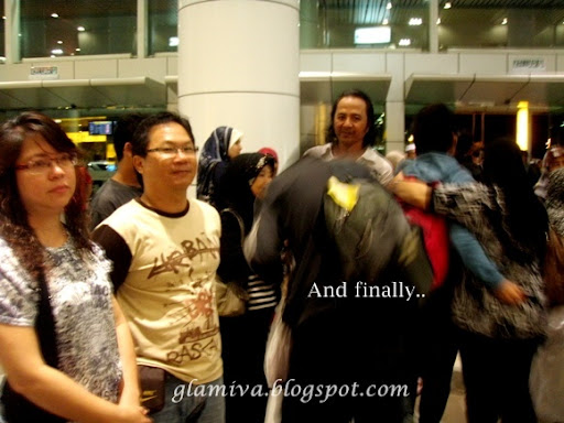 greet brother back from egypt at malaysia airlines airport terminal