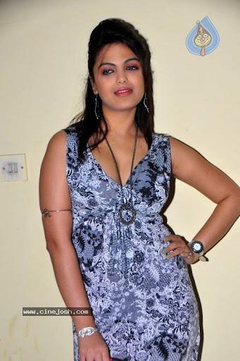 Priyanka Tiwari Hot Exposing Photos