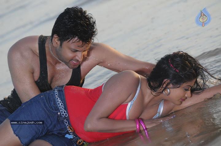 Priyamani Hot Spicy Romance Photos From RAAJ Movie