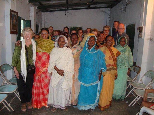 Citaten Uit Twee Vrouwen : Twee wezepse meiden gaan naar india oldebroek
