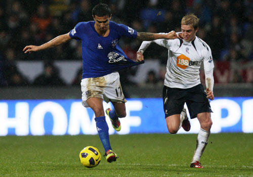 Tim Cahill action with Stuart Holden, Bolton - Everton