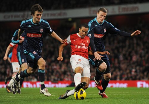 Theo Walcott in action with Robert Huth and Danny Pugh, Arsenal - Stoke City