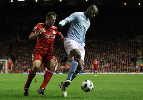 Jamie Carragher pressing Mario Balotelli, Liverpool - Manchester City