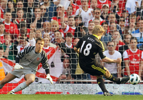 Dirk Kuyt shot the penalty, Arsenal - Liverpool