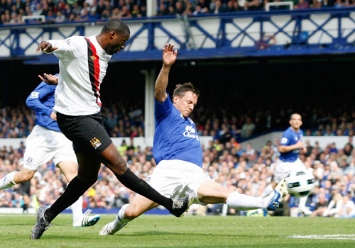 Yaya Toure shooting, Everton - Manchester City
