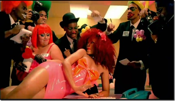 Rihanna - S&M 17