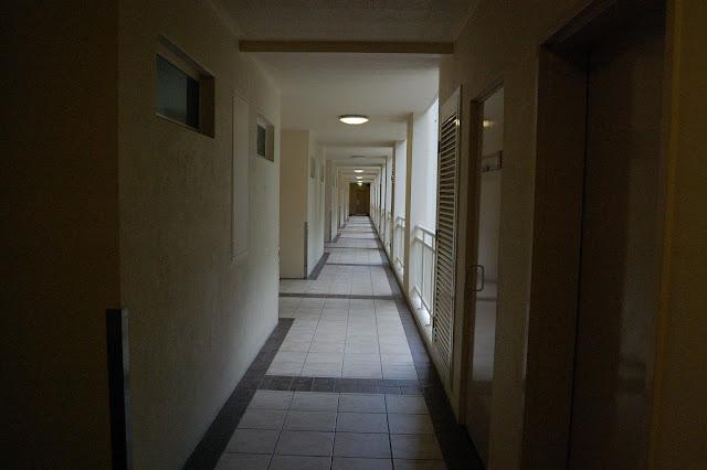 タンガルーマ・ワイルドドルフィンリゾートのホテル棟の廊下の写真