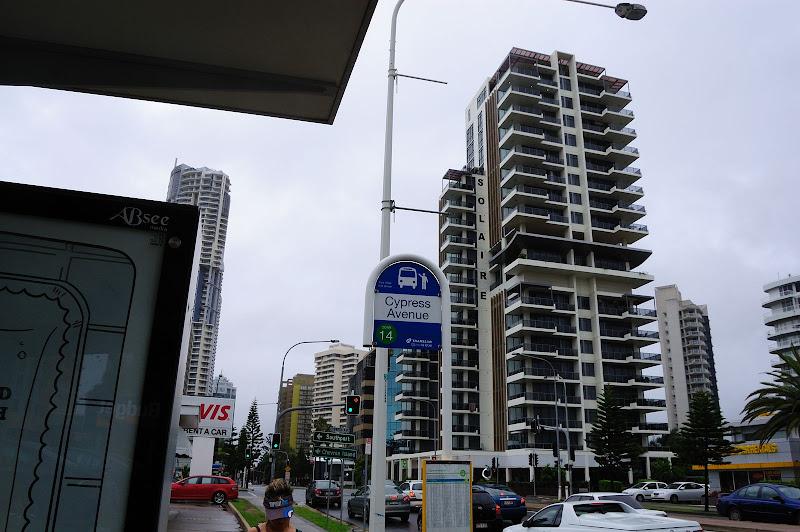 サーファーズパラダイスのサーフサイドバスの停留所の写真