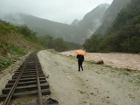 Sous la pluie, vers Aguas Calientes