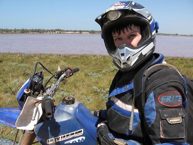 Les filles et la moto... 070209SenegalP37