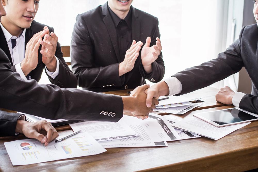 Kamu dapat memperoleh pembiayaan usaha melalui pinjaman atau ekuitas.