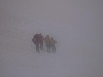 Inici del descens, amb boira i neu