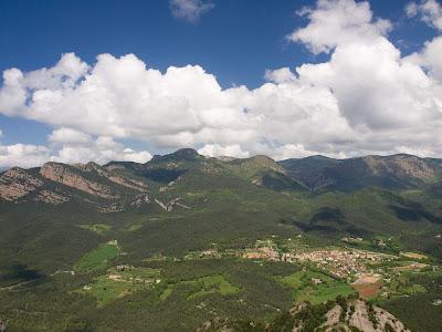 Vilada i la cara sud del Catllaràs, vist des del Serrat del Migdia