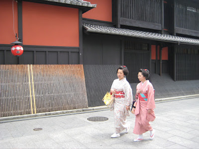 Two maiko running errands during the day