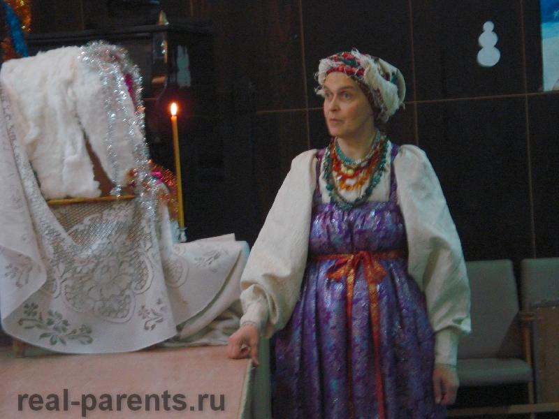 Бабушка начинает рождественскую сказку