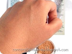 Giveaway-make-up-minerale-minerale-puro-fondotinta-bambu-swatch-si-2-1