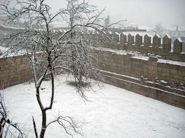 Guimarães vestida de branco