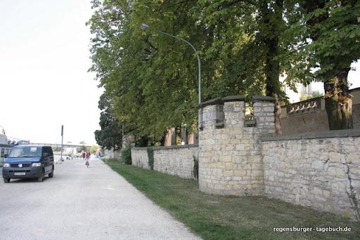 https://lh6.googleusercontent.com/_uzLsIJX7LLU/TdRNduJD86I/AAAAAAAAJsU/LjQBaMFciqo/Regensburg-Donauspaziergang-Villa-Uferweg-IMG_1736.JPG