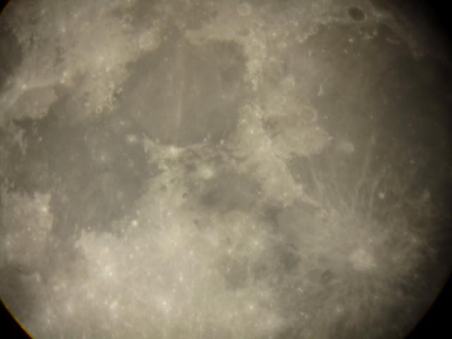 昨天拍的月亮哦!可惜不是满月!