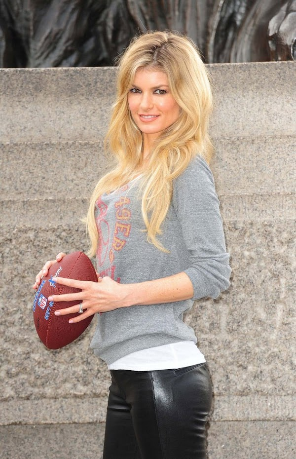 Marisa Miller promotes the NFL with tight leather pants(17pics)