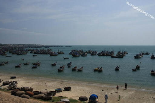 Cảng cá Cà Ná.
