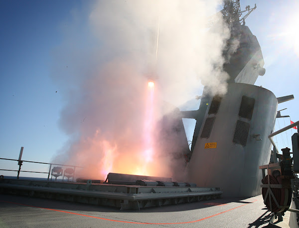 HMAS Perth firing evolved sea sparrow