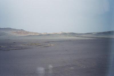 砂漠の車窓