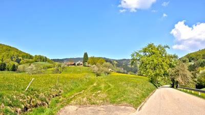 Blick auf den Blauen und das Dorf Käsacker