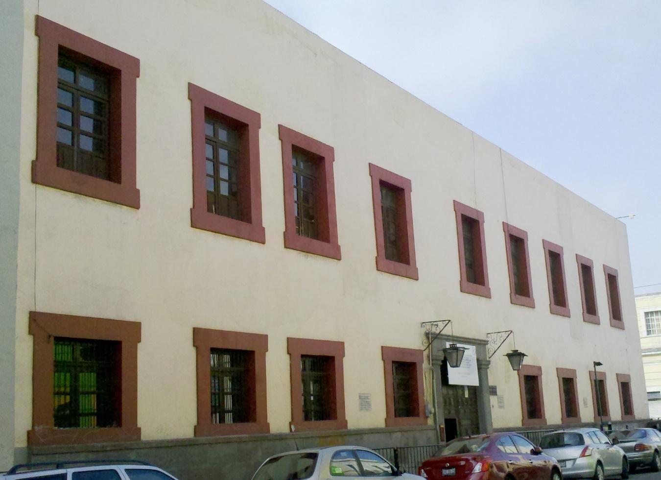 Imagen que contiene edificio, exterior, cielo  Descripción generada automáticamente