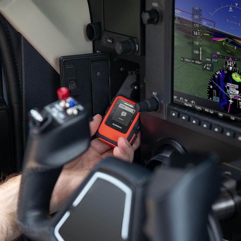 Pilot holding inReach Mini receiving a message.