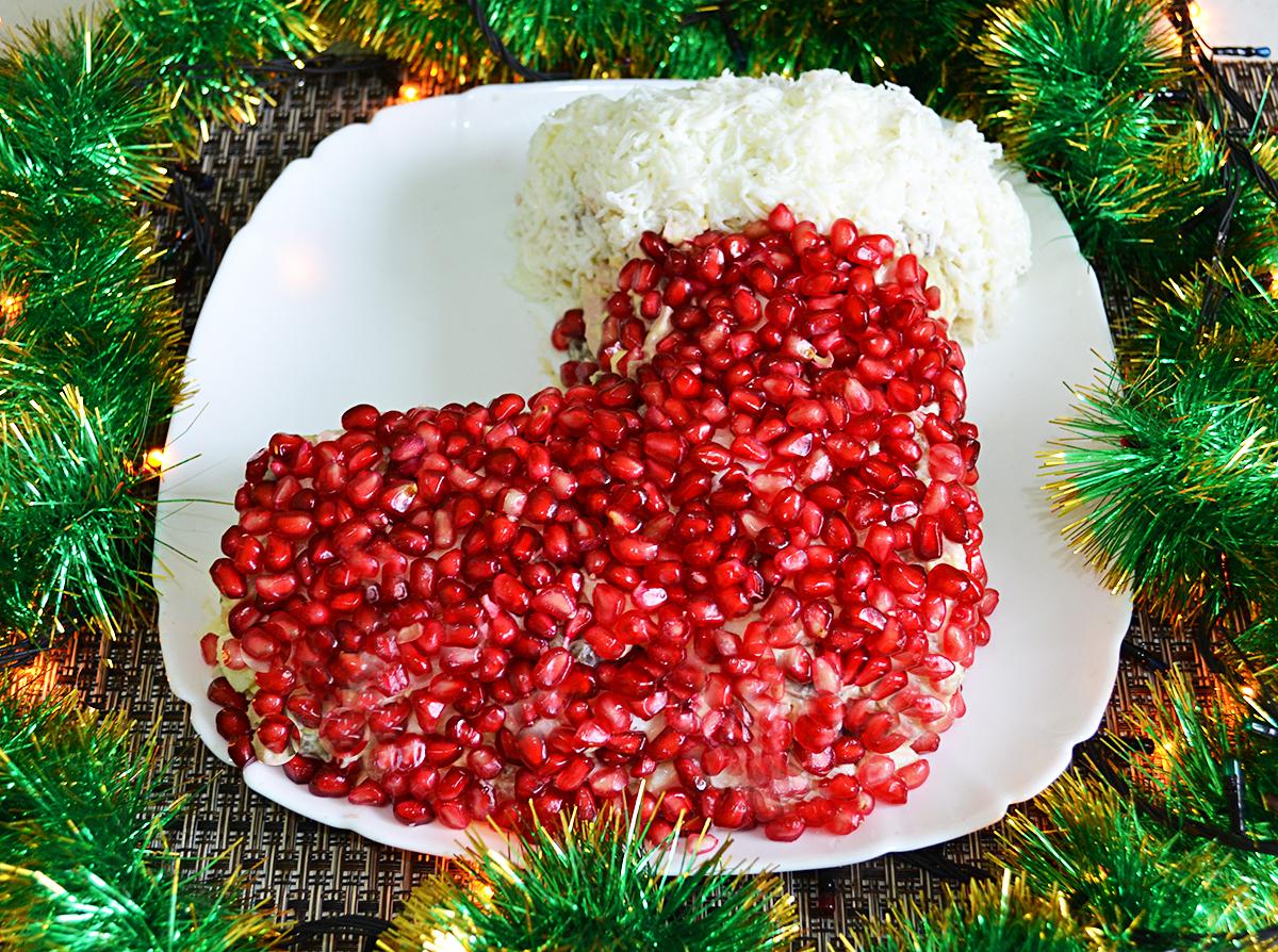 """Новогодний салат """"Сапожок"""" из овощей с колбасой и грибами рецепт с фото  пошагово"""