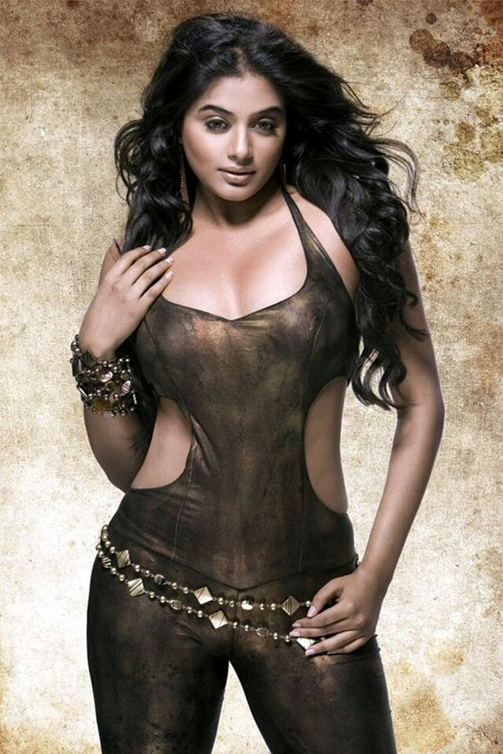 Priyamani hot spicy stills navel