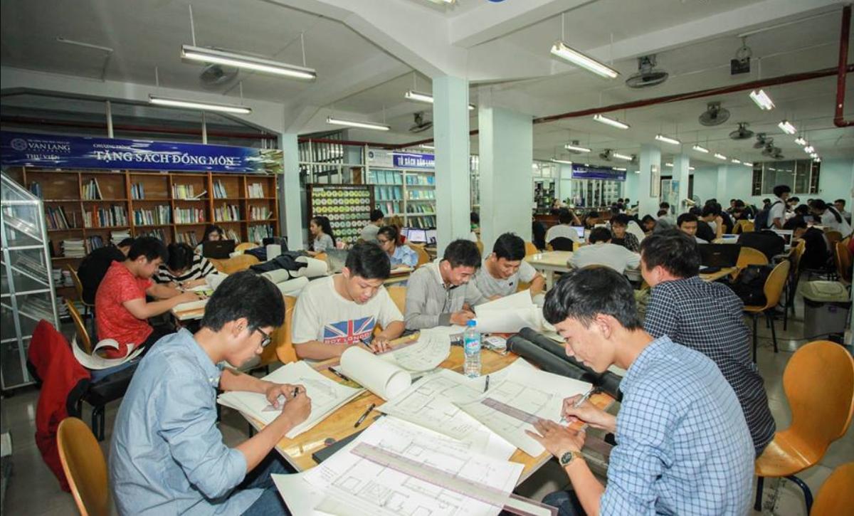 Thí sinh ĐH Văn Lang bức xúc vì trường bất ngờ tăng học phí: Không đủ điều kiện thì có thể rút - Ảnh 1