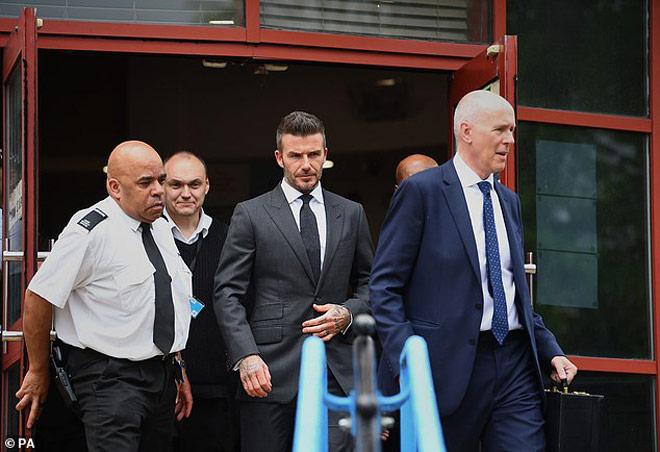Danh thủ David Beckham bị hầu tòa vì sử dụng điện thoại khi lái xe ô tô
