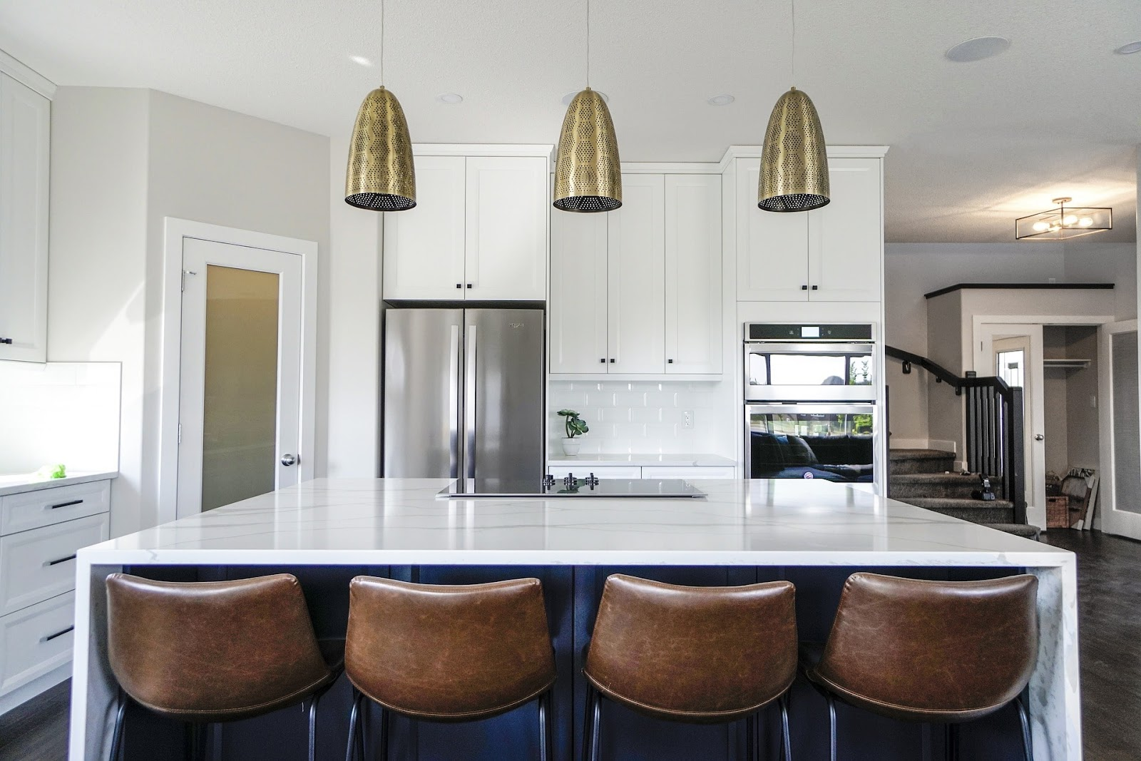 Update your kitchen design, white marble worktop placed against a set of chairs.