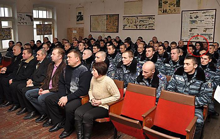 Евгения Лысак отмечена кружком.  Автор фото news.pn